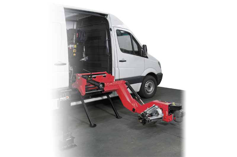 Universal (heavy duty) tyre-changer for mobile service TAG 2271
